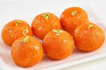 Motichoor Laddoo Recipe Video: घर पर मीठे में बनाएं मोतीचूर के लड्डू