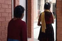 PHOTOS: होटल में चल रहे सेक्स रैकेट का भंडाफोड़, पुलिस ने दो लड़कियों को छुड़वाया, मैनेजर गिरफ्तार