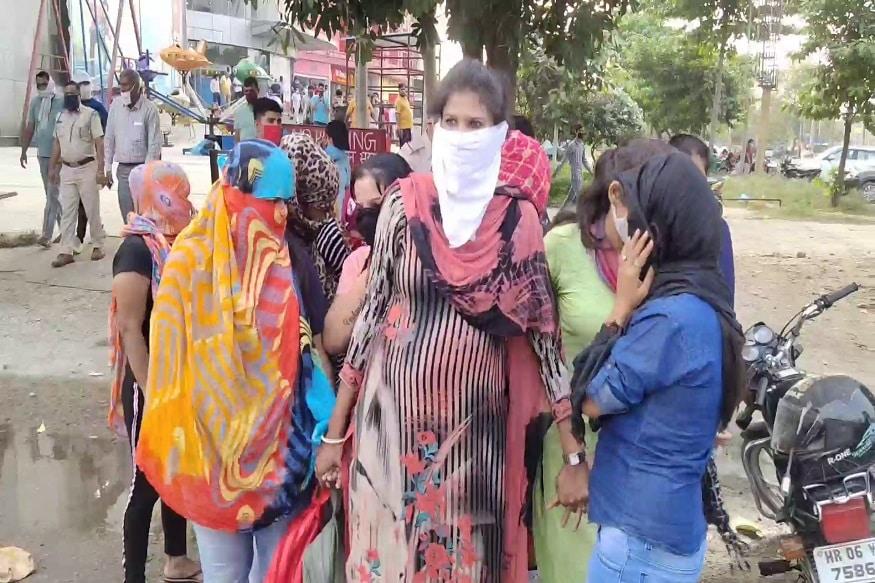 डीएसपी (DSP) सतीश वत्स ने इस मामले की पुष्टि की है. मामले में पुलिस ने एक दर्जन से अधिक युवक-युवतियों को हिरासत में लिया है. (Photo: News18)