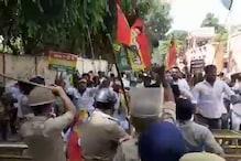 लखनऊ: शिवपाल यादव की पार्टी PSP का बड़ा प्रदर्शन, पुलिस ने भांजी लाठियां