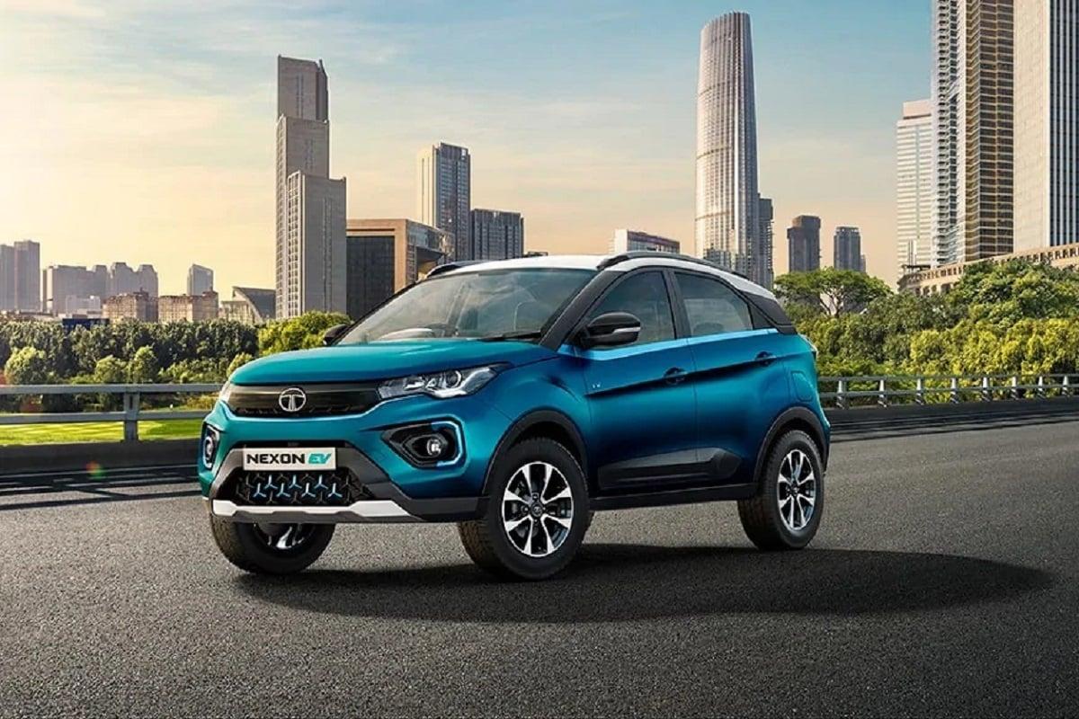 टाटा मोटर्स ने अपनी सुर्खियां बटारने वाली इलेक्ट्रिक एसयूवी TATA Nexon इलेक्ट्रिक EV को अब किराए पर भी ले सकते हैं. इसके लिए आपको हर महीने 34,900 रुपये किराया देना होगा. कंपनी ने यह ऑफर लिमिटेड पीरियड के लिए निकाला है.