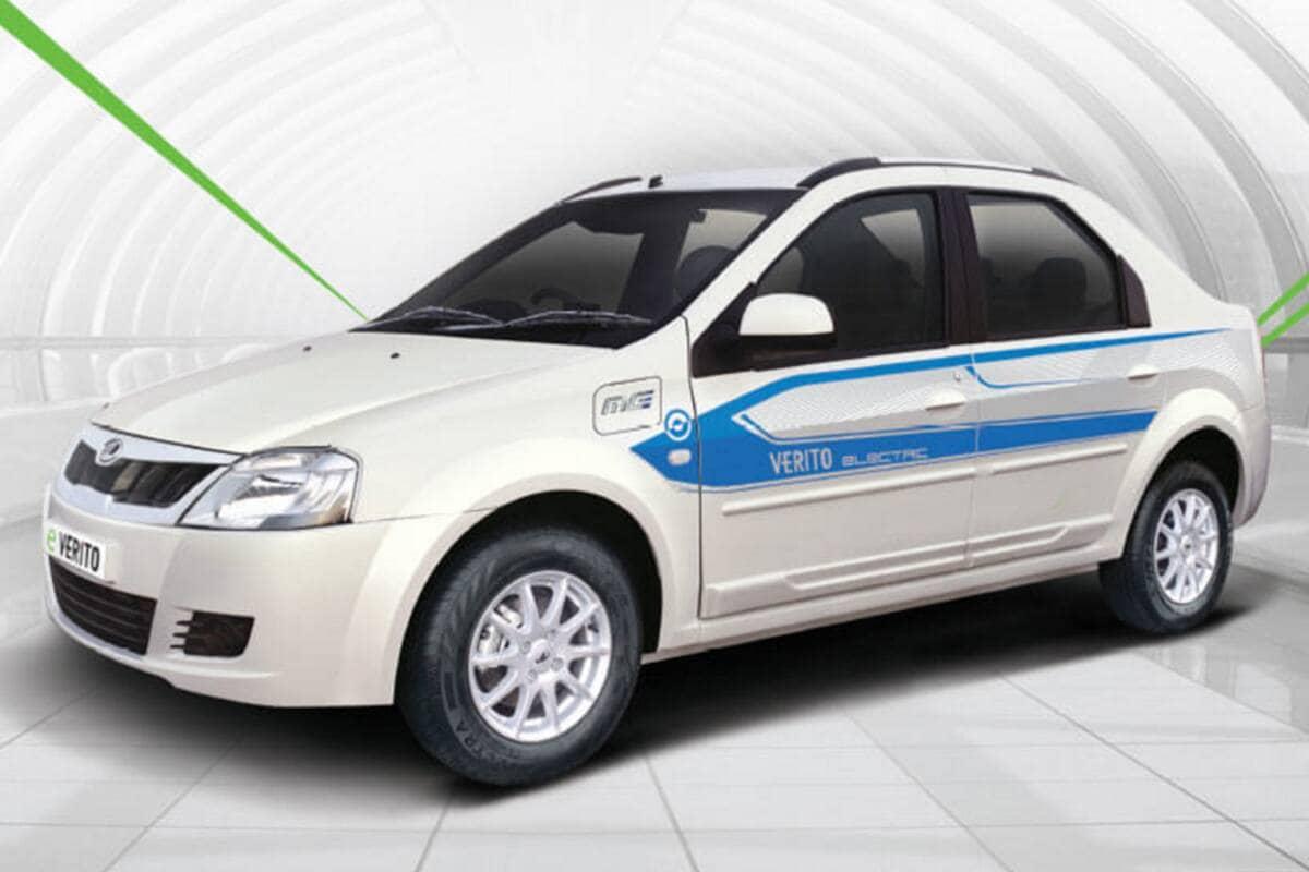 Mahindra E Verito- यह कार दो वैरिएंट में उपलब्ध है. इस कार का कुल वजन 1265 किलोग्राम है और इसमें 172mm ग्राउंड क्लीयरेंस दिया गया है. इसके साथ ही इस कार में आपको 510 लीटर का बूट स्पेस भी मिलता है. इस कार की कीमत 9.12 लाख रुपये से लेकर 9.46 लाख रुपये के बीच है. कंपनी ने इस कार में 72V की क्षमता के इलेक्ट्रिक मोटर का प्रयोग किया है जो कि 41PS की पावर और 91Nm का टॉर्क जेनरेट करता है. कंपनी का दावा है कि यह कार सिंगल चार्ज में 120 किलोमीटर तक का ड्राइविंग रेंज देती है, इसकी टॉप स्पीड 86 किलोमीटर प्रतिघंटा है.