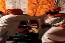 मंच पर नेताजी को साफा पहना रहे थे BJP के वरिष्ठ सदस्य और दबे पैर आ गयी मौत