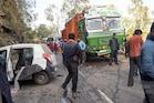 शिमला में NH पर ट्रक-कार में भिड़ंत, 1 शख्स की मौत, 2 लड़कियों सहित 3 घायल