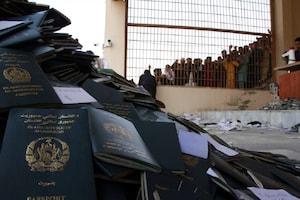 अफगानिस्तान: भगदड़ में 11 महिलाएं मरी, पाकिस्तान का वीजा लेने पहुंची थी