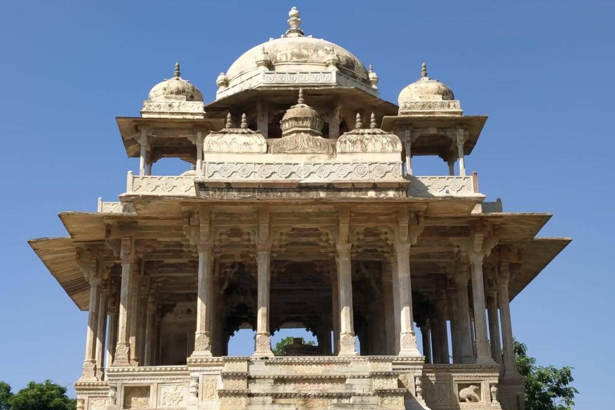 Rajasthan: यह है बूंदी की विश्व प्रसिद्ध 84 खम्भों की छतरी, इसकी वास्तुकला हैरान कर देगी आपको, देखें PHOTOS Rajasthan, Bundi, the umbrella of the world famous 84 pillars, its architecture will surprise you, see photos