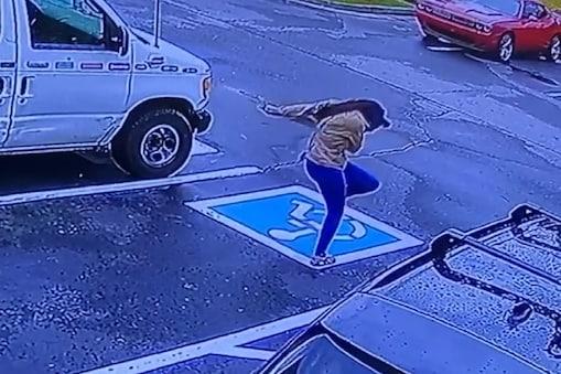 अमेरिका की इस लड़की का वीडियो सोशल मीडिया पर वायरल (Viral Video) हो रहा है.
