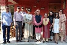 BJP नेता शांता कुमार से मिली कंगना बोली-लोग ये न समझें कि शांता जी उन्हें राजनीति में ला रहे हैं...