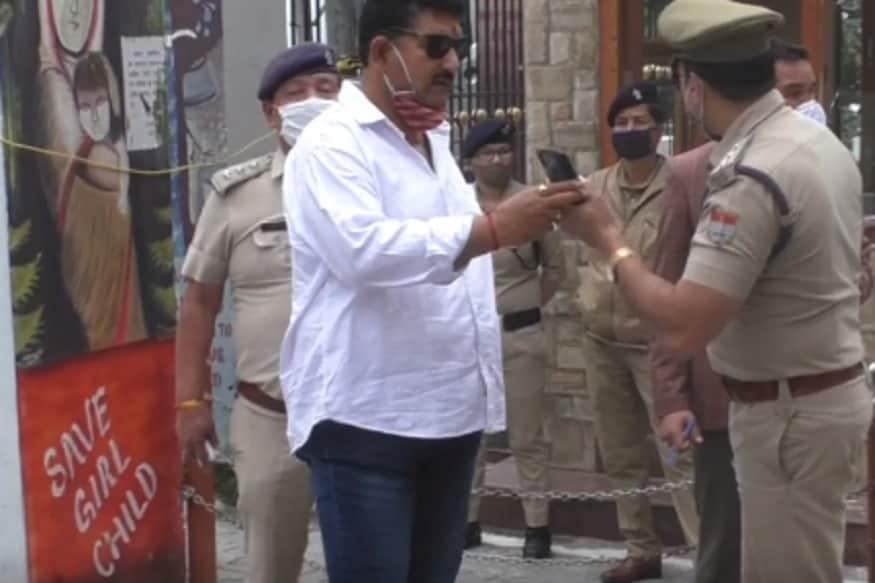 Mahesh Negi, BJP MLA, पीड़िता के वकील अवतार सिंह रावत का कहना है कि पुलिस इस केस में जान-बूझकर ऐसे एविडेंस कलेक्ट कर रही है जिससे पीड़िता का पक्ष गलत साबित हो सके.