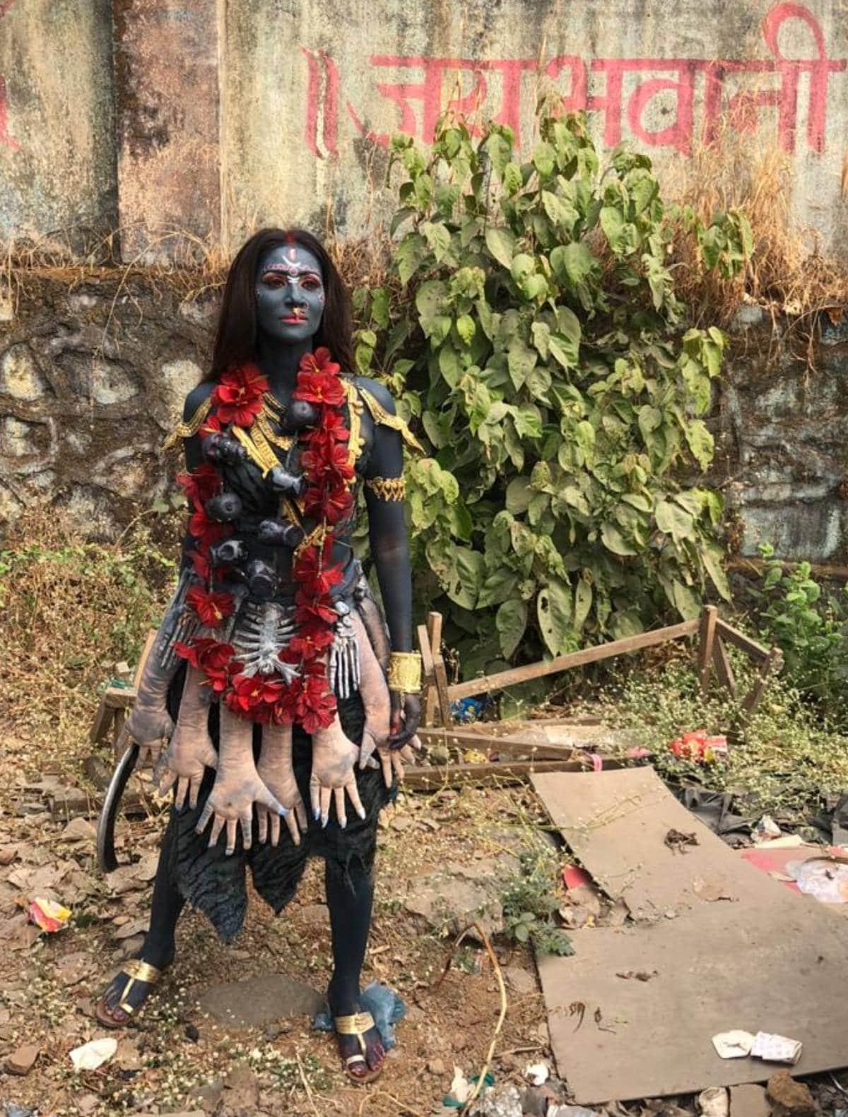 टीवी की इस एक्ट्रेस ने नवरात्रि में लिया देवी मां का अवतार, आपने पहचाना  कौन हैं ये... ? | TV actress rishina Kandhari take avatar of Devi Kaalratri  in Navratri 2020 see photos dv