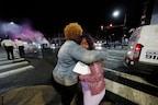 PHOTOS: अश्वेत युवक की पुलिस ने ली जान, 7 जिलों में घरों में बंद रहने के आदेश जारी
