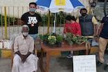 फुटपाथ पर तेज धूप में बैठकर पौधे बेचते थे बुजुर्ग, सोशल मीडिया ने पहुंचाई मदद