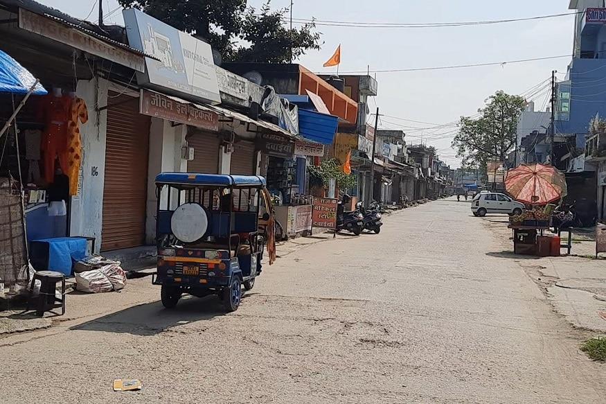 भारत-नेपाल की सीमा पर व्यापारी कर रहे बॉर्डर खोलने की मांग