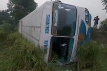 PHOTOS: फतेहाबाद में ट्रैक्टर ट्राली को बचाने के चक्कर में रोडवेज बस पलटी, 12 लोग घायल
