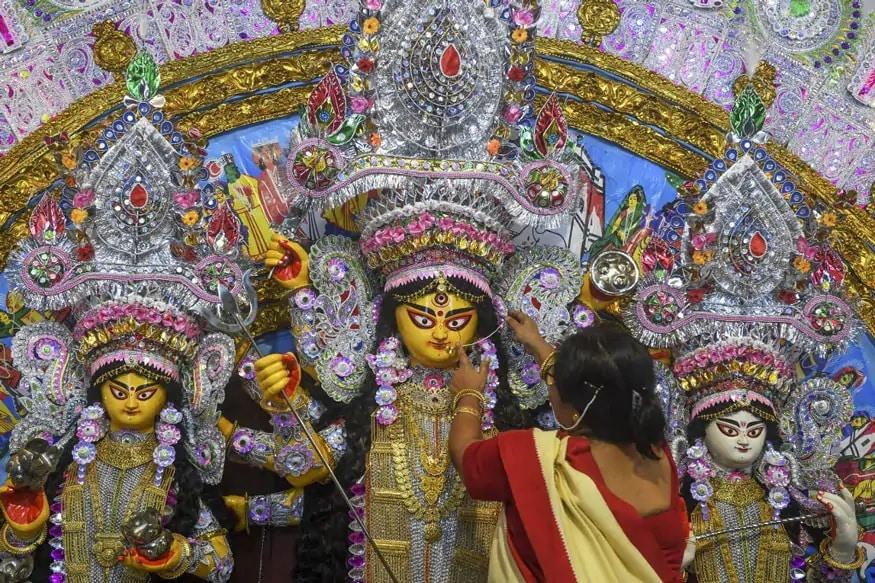 नवरात्रि के चौथे दिन मां कुष्मांडा की पूजा होती है. मां कुष्मांडा को मालपुआ बेहद पसंद है. इसलिए मां कुष्मांडा को मालपुए का भोग लगाया जाता है.