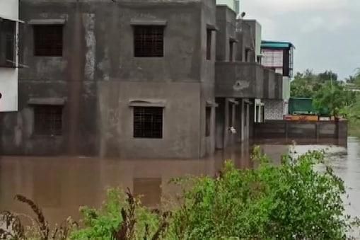 मौसम विभाग की भविष्यवाणी के मुताबिक, बेमौसम और भारी गिरावट के कारण पुणे शहर और इसके उपनगरों में जलभराव हो गया (फाइल फोटो)