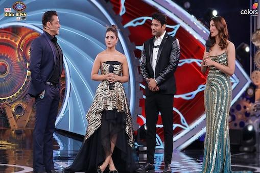 सलमान खान के साथ शो के स्पेशल ऑडियंस हिना खान, सिद्धार्थ शुक्ला और गौहर खान (फोटो क्रेडिट-twitter.com/ColorsTV)