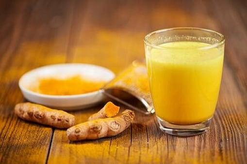 हल्दी वाले दूध को पीने से सर्दी-जुकाम में तेजी से आराम मिलता है.