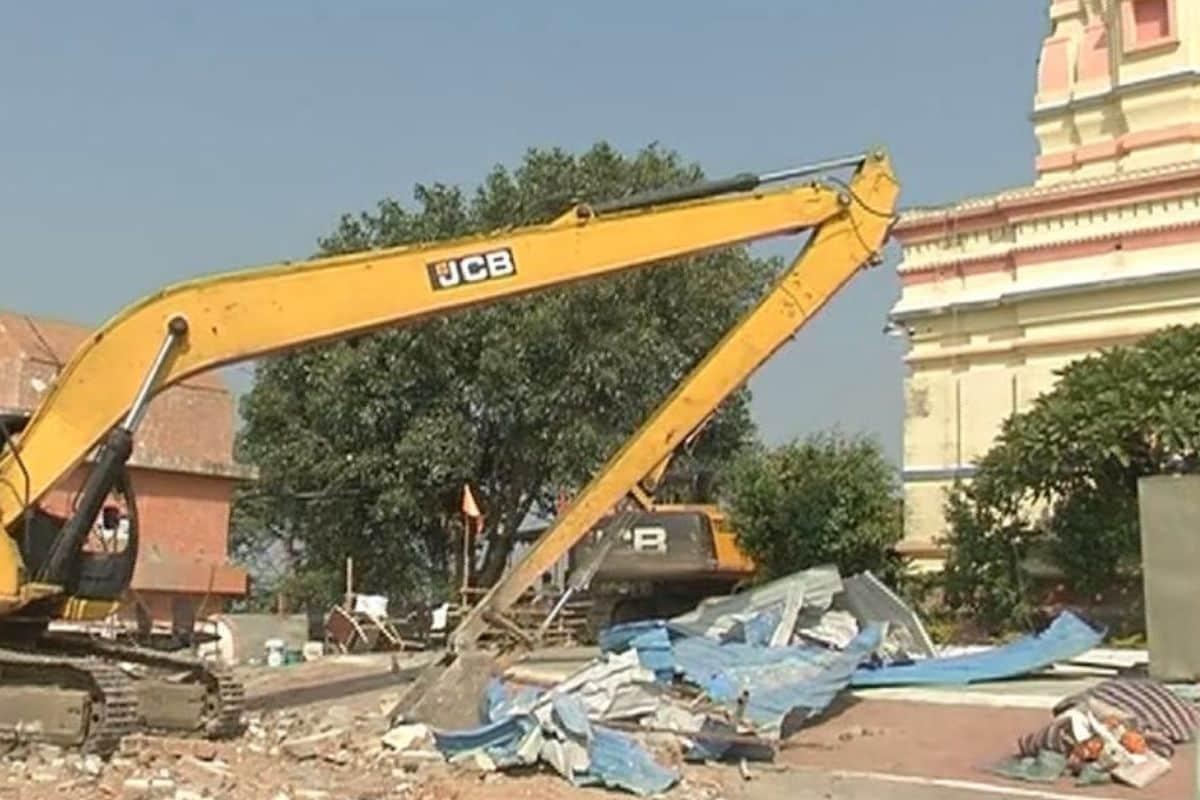 Indore News, इंदौर में कंप्यूटर बाबा के आश्रम पर चला बुल्डोजर, Madhya Pradesh News, मध्य प्रदेश न्यूज अपडेट, Computer Baba Ashram Demolition,