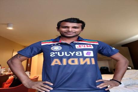 IND VS AUS: टी नटराजन ने पहनी टीम इंडिया की नई जर्सी (फोटो- नटराजन ट्विटर)