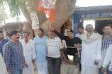 टिकट नहीं मिलने से खफा BJP कार्यकर्ताओं ने मंडल अध्यक्ष को पेड़ से बांधा