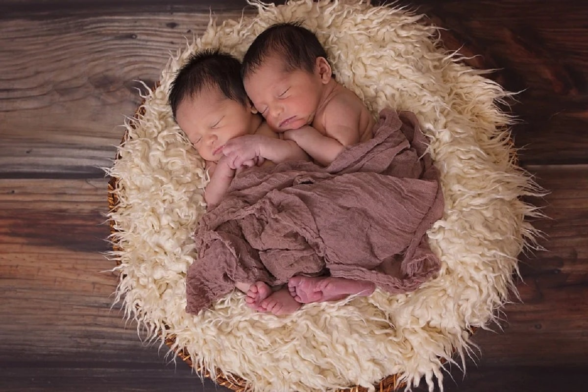 oldest known identical twins, Twins, Infant twins,
