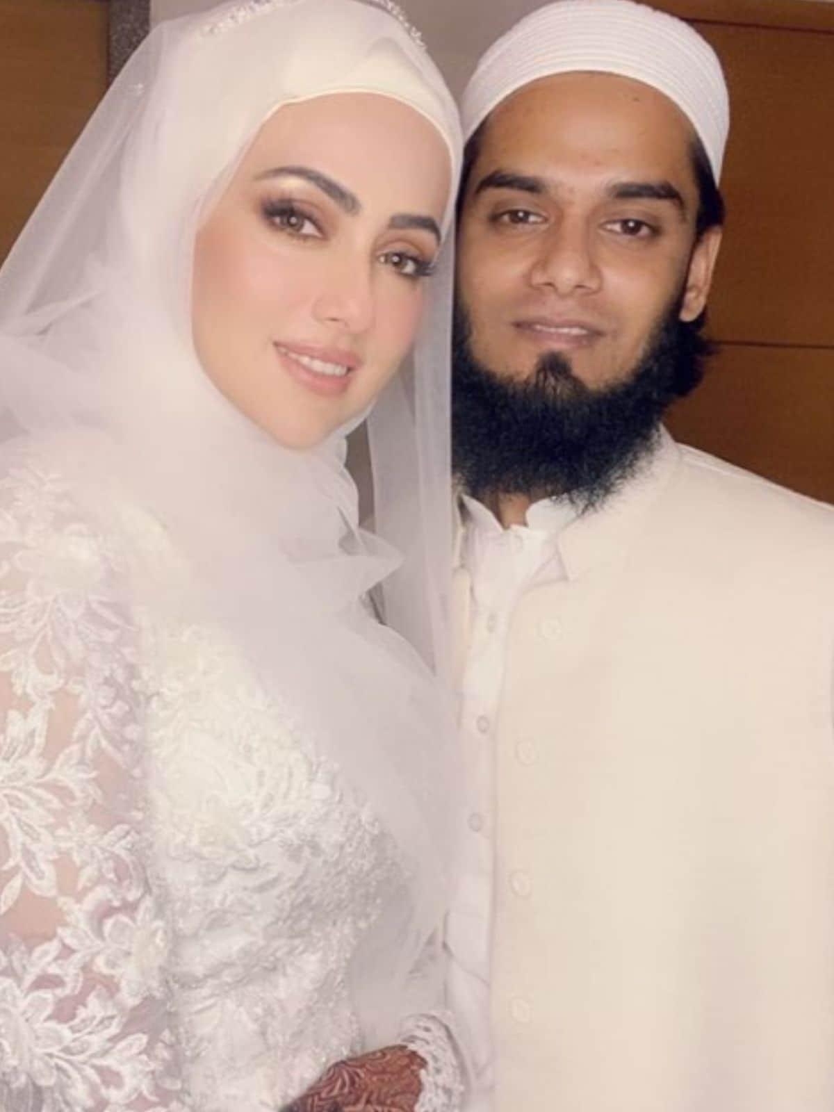 Sana Khan, Sana Khan wedding, Sana Khan husband Maulana Mufti Anas, Sana Khan halal love, Sana Khan news, सना खान, सना खान शादी, सना खान पति मौलाना मुफ्ती अनस, सना खान हलाल प्यार, सना खान खबरें, Hindi News, News18 Hindi, Sana Khan News In Hindi