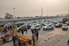 PHOTOS: किसानों के आंदोलन को रोकने बढ़ाई सख्ती, दिल्ली सीमा पर लगा लंबा जाम