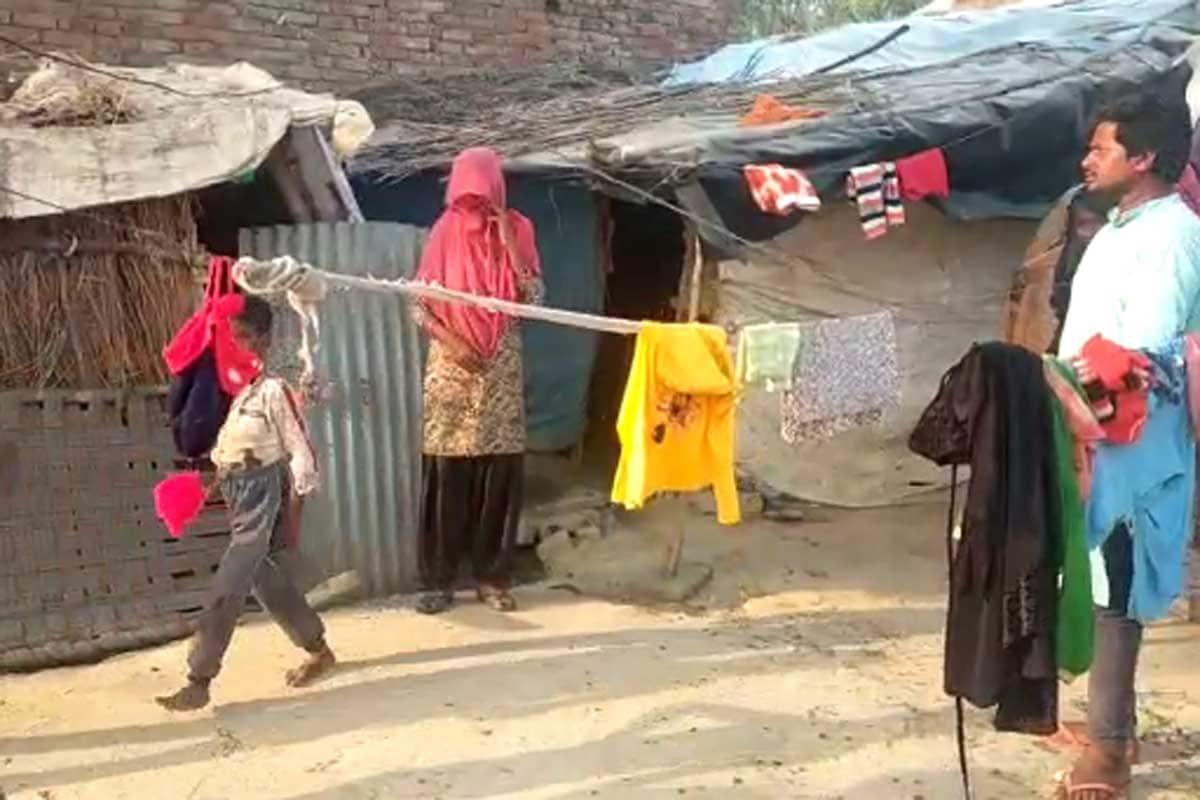 flats for slums families, 89,400 flats, Urban Shelter Improvement Board, delhi Slums, arvind kejriwal, Delhi Government, Kejriwal Government, allocation of flats, first phase, second phase, third phase, दिल्ली सरकार, झुग्गी बस्ती, 9,315 फ्लैट्स, आवंटन की प्रक्रिया कब शुरू होगी, केजरीवाल सरकार, तीन चरणों में बनेंगे फ्लैट्स, पहले चरण में 41,400 फ्लैट्स, दूसरे चरण में 18,000 फ्लैट्स, तीसरे चरण में 30,000 फ्लैट्स बनाए जाएंगे. अरविंद केजरीवाल, शहरी आश्रय सुधार बोर्ड arvind kejriwal government will build 89 thousand 400 flats for slums families instructed to start process nodrss