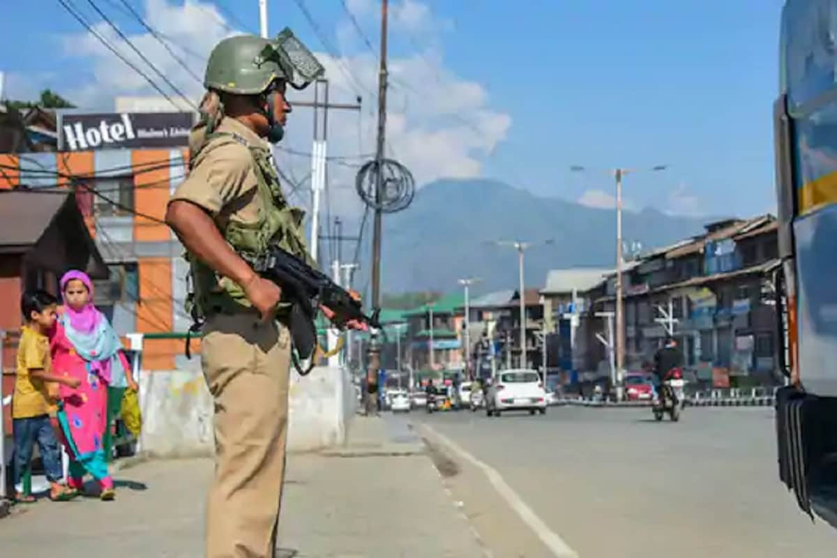 Incidents of stone pelting in Jammu and Kashmir declined by 87.13 percent in 2020: DGP