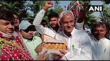 PHOTOS: चुनाव नतीजों से पहले ही पटना में जश्न, तेजस्वी यादव को बताया 'कृष्ण अवतार'
