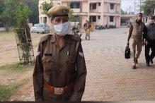 पुलिस ने बेटे को बनाया 'गुंडा', अब इंसाफ के लिए भटक रही सिपाही मां