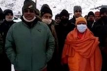 चमोली पहुंचे UP CM योगी आदित्यनाथ और UK CM त्रिवेंद्र रावत, कल सुबह करेंगे बदरीनाथ के दर्शन... देखें तस्वीरें
