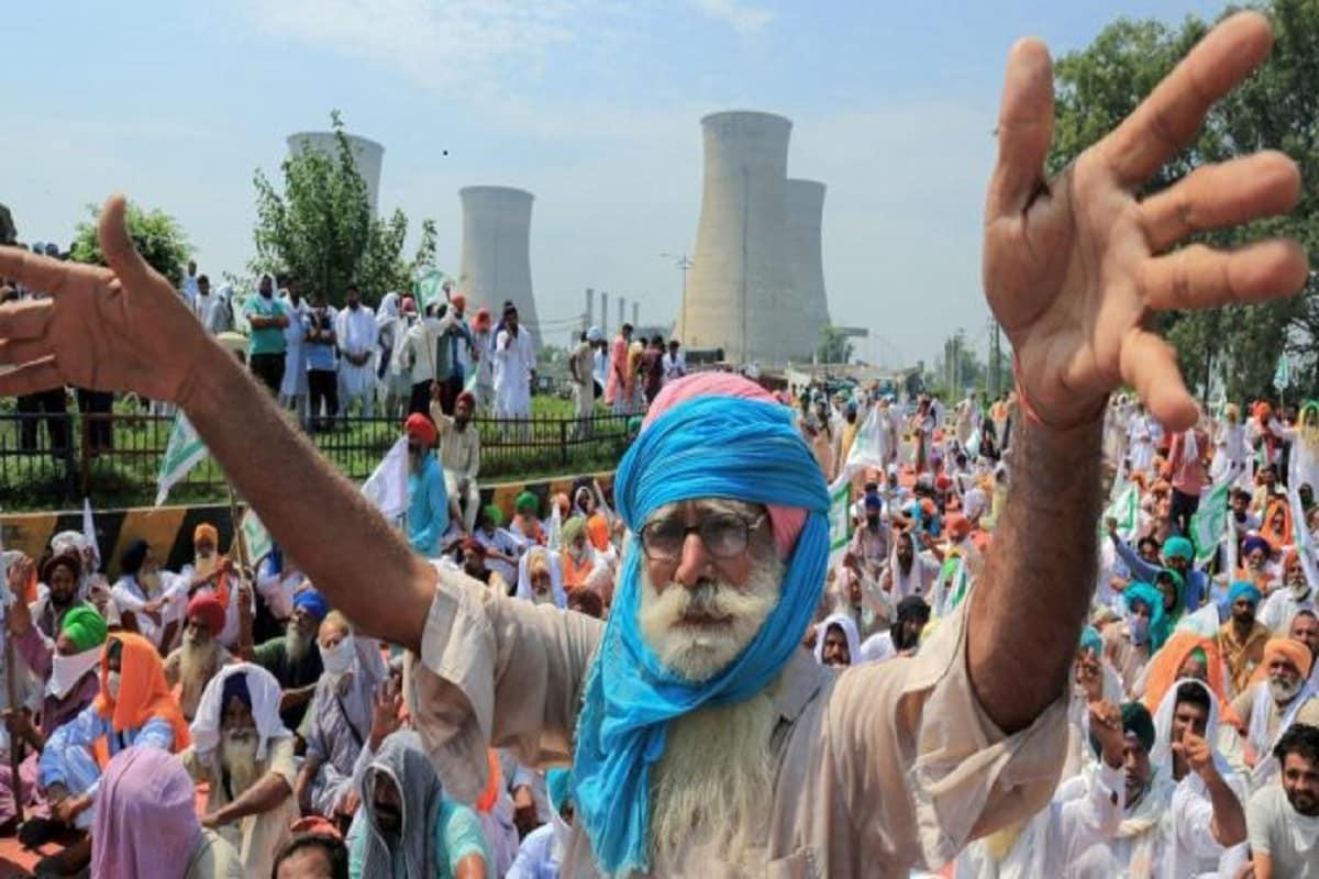 Arvind kejriwal, AAP support farmers protest, attack on aap leaders, Raghav Chadha, किसान आंदोलन,  modi government, मोदी सरकार, new agriculture law, नए कृषि कानून, msp, एमएसपी, अरविंद केजरीवाल, Arvind kejriwal, delhi government, singhu border, बीजेपी, punjab, haryana, पंजाब, हरियाणा, आम आदमी पार्टी कैसे कर रही मदद, किसानों के लिए शौचालय से लेकर पीने का पानी का बंदोबस्त, आप कार्यकर्ताओं की फोड़ी जा रही आंख, बीजेपी, आप नेताओं पर क्यों हो रहे हमले,