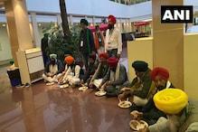 सरकार के साथ 5वें दौर की बातचीत के दौरान भी किसानों ने खाया अपने साथ लाया खाना