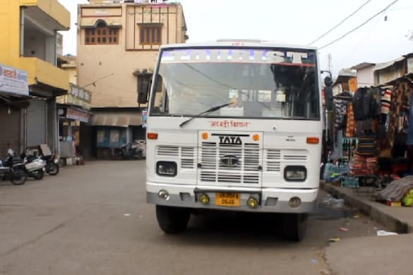 मुख्य वन्यजीव प्रतिपालक ने मार्ग पर बसों के संचालन की अनुमति देने के लिए कॉर्बेट टाइगर रिज़र्व के निदेशक को निर्देश जारी कर दिए हैं.