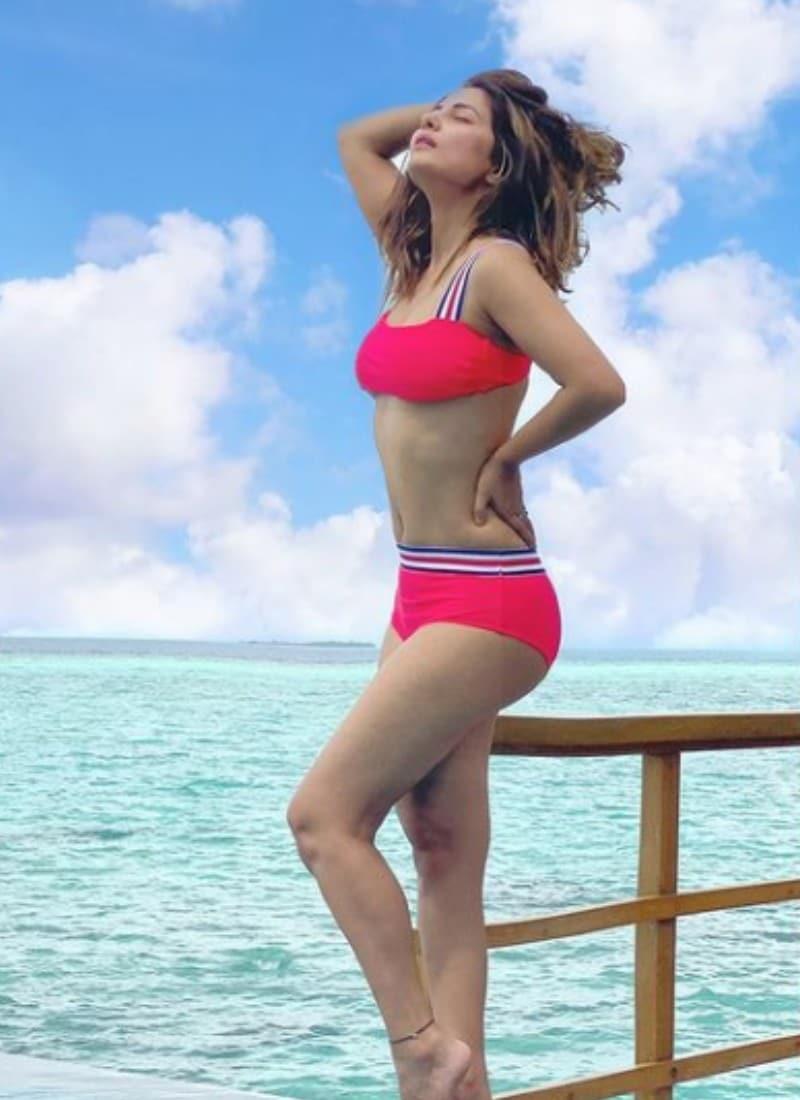 Hina Khan, actress Hina Khan Maldives Vacation Photos, Hina Khan Maldives Vacation in Hina Khan, social media, viral news, viral photos, tv, news 18 hindi, हिना खान, एक्ट्रेस हिना खान मालदीव्स वैकेशन फोटोज, हिना खान की रेड बिकिनी