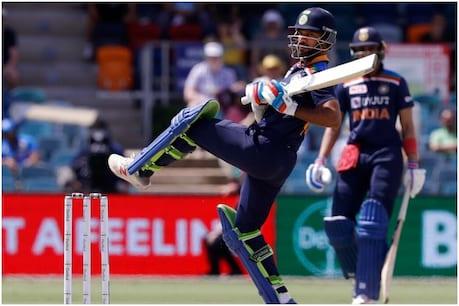 Vijay Hazare Trophy- शिखर धवन ने महाराष्ट्र के खिलाफ ठोका शतक (PIC : AP)