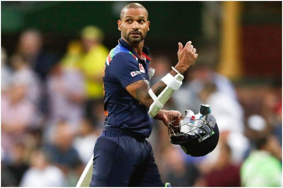 नई दिल्ली. इस समय ऑस्ट्रेलिया दौरे पर व्यस्त स्टार भारतीय सलामी बल्लेबाज शिखर धवन शनिवार को अपना 35वां जन्मदिन मना रहे हैं. इस मौके पर दिग्गज भारतीय क्रिकेटर वीरेंद्र सहवाग ने उन्हें मजेदार अंदाज में जन्मदिन की बधाई दी. (फोटो क्रेडिट: AP)