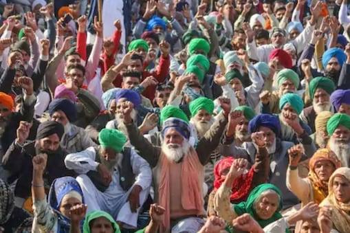 राष्ट्रीय जांच एजेंसी की नोटिस की टाइमिंग ने किसान आंदोलनकारियों को सवाल उठाने का मौका दे दिया है. (पीटीआई फोटो)