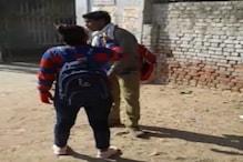 हाथरस: छेड़खानी से परेशान छात्रा ने मनचले युवक की सरेराह की पिटाई, देखें VIDEO