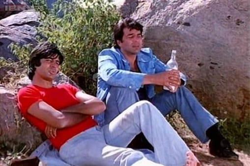 फिल्म शोले में अमिताभ बच्चन के साथ धर्मेंद्र.