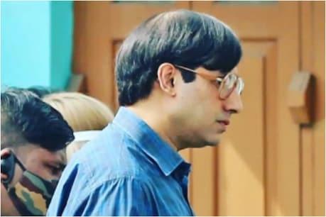 फिल्म 'बॉब बिस्वास (Bob Biswas)' की शूटिंग42 लोकेशंस पर हुई.अभिषेक बच्चन (Abhishek Bachchan) ने किरदार में जान डालने के लिए खूब मेहनत की हैं. फिल्म में अभिषेक के साथ चित्रांगदा सिंह भी लीड रोल में नजर आएंगी.