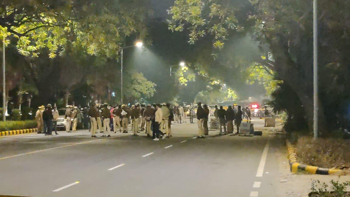 Blast near Israeli embassy, Israeli embassy Delhi Blast, Delhi Blast, Bomb Blast at Delhi, Delhi, इजरायली दूतावास, इजरायली दूतावास में धमाका, Bomb Blast in Delhi, alert after Delhi blast