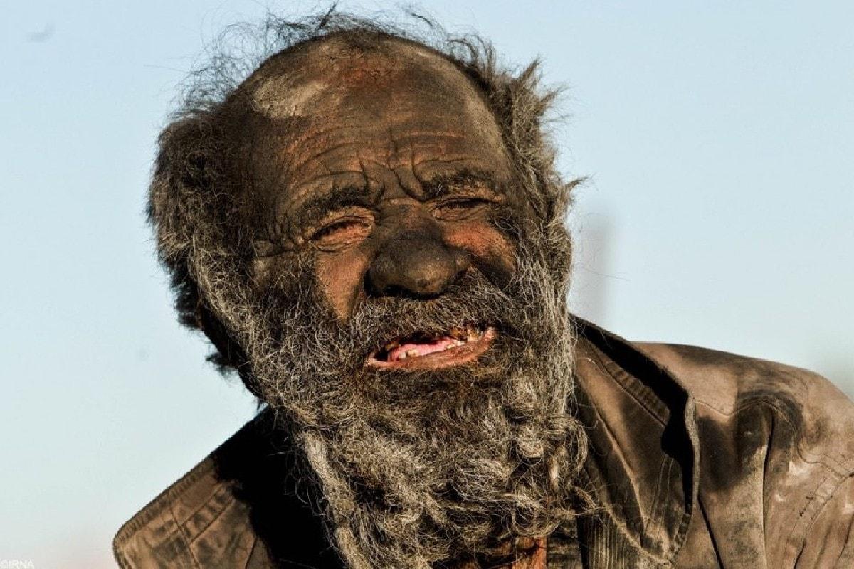इनका नाम अमो हाजी है. वह ईरान में रहते हैं. उनकी उम्र 87 साल है. वह पिछले 67 साल से नहाए नहीं हैं. (Pic- zmescience.com)