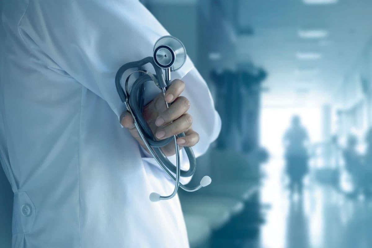कोरोना महामारी के बीच भारत ही नहीं दुनियाभर में हेल्थकेयर सेक्टर सबसे ज्यादा फोकस में है. वहीं, हेल्थकेयर सेक्टर की कंपनियों ने सरकार से आगामी बजट (Budget 2021) में इस क्षेत्र पर खर्च बढ़ाने की मांग की है.