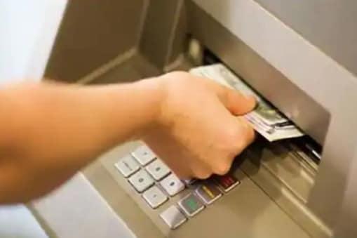 एसबीआई, केनरा बैंक, पीएनबी समेत कई बैंकों ने अलग-अलग स्तर पर एटीएम विद्ड्राल में ओटीपी आधारित ट्रांजेक्शन व्यवस्था शुरू की है.