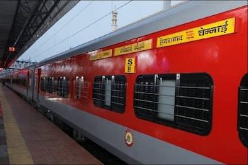 Indian Railway: अब यात्रा के दौरान नहीं होगी परेशानी, नए साल से ट्रेन में मिलेगी ये नई सुविधा