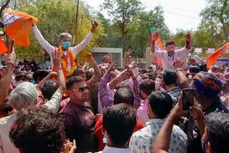 अहमदाबाद में पार्टी की जीत का जश्न मनाते बीजेपी के कार्यकर्ता. (तस्वीर PTI)