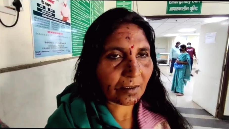 पानीपत में लड़ाई में घायल महिला।